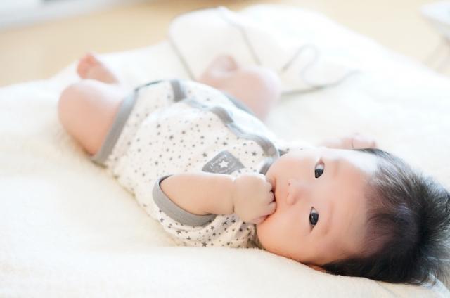 起きている赤ちゃん