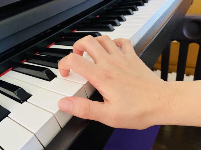 ピアノ手の形悪い